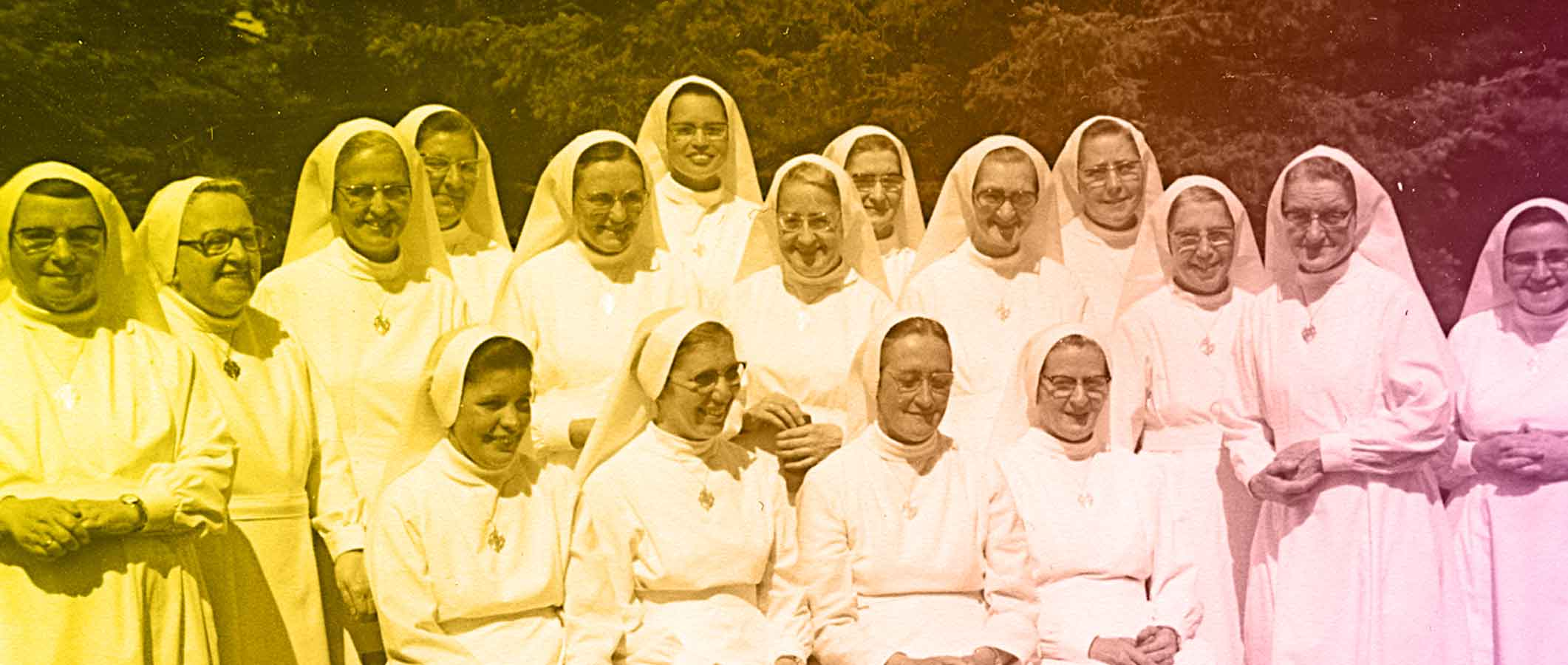 Photo d'archives : un groupe de soeurs Oblates de Béthanie